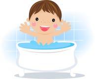 Neonato che ha un bagno Fotografia Stock Libera da Diritti