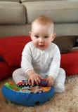 Neonato con i suoi primi giocattoli Fotografia Stock