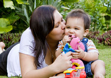 Neonato con la madre Fotografie Stock