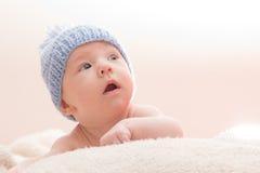 Neonato curioso Fotografie Stock Libere da Diritti