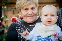 Neonato della caviglia e della nonna Immagine Stock