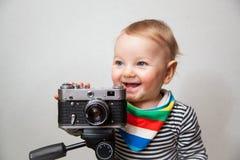 Neonato di un anno con la macchina fotografica immagini stock libere da diritti