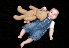 Neonato dolce con il giocattolo coccolo Fotografia Stock