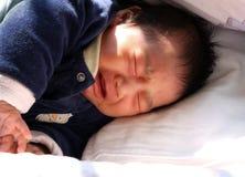 Neonato gridante Fotografie Stock