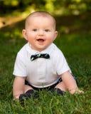 Neonato infantile sveglio che indossa un farfallino Fotografie Stock Libere da Diritti