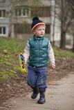 Neonato in jaket e blue jeans verdi Fotografia Stock Libera da Diritti