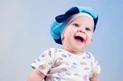 Neonato in modo divertente in un berreto Fotografia Stock