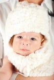 Bambino di bellezza con la protezione del coniglietto Fotografie Stock Libere da Diritti