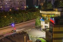 Neonbelysning och en festlig natt på ferier Maj 9 Arkivfoto