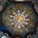 neoniano洗礼池的圆顶在拉韦纳 免版税库存图片