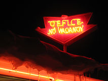 Neonkontor, inget vacany tecken royaltyfri bild