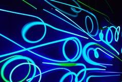 Neonlichten in dark stock foto's