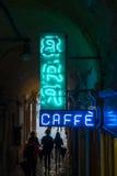 Neonlichtteken met bar en caffe tekst in Venetië Bar en caffe Stock Foto