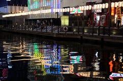 Neonljus av den Osaka staden, Japan Arkivbilder
