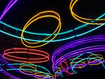 Neonljus som glöder abstrakta Arkivfoto