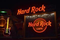 Neonowa gitary ikona i logo hard rock Café przy Universal Studios CityWalk Rockowa pojęcie karta obraz royalty free