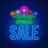 Neonowego znaka wiosny sprzedaż Obrazy Royalty Free