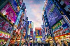 Neonowi znaki i billboard reklamy w Akihabara Obraz Royalty Free