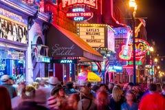 Neonowi znaki na Obniżam Broadway Nashville Obrazy Stock