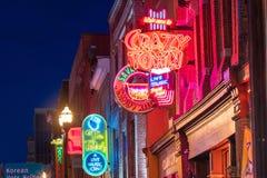 Neonowi znaki na Obniżam Broadway Nashville Zdjęcie Stock
