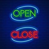 Neonowi znaki otwierają i zamykają Obrazy Royalty Free