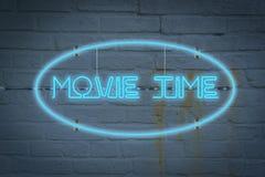 Neonowy lighton ściana z słowa film czasem zdjęcia stock