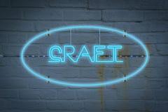 Neonowy lighton ściana z słowem rzemiosło obrazy royalty free
