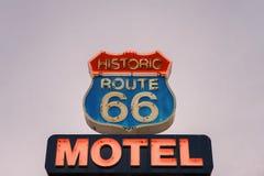 Neonowy motelu znak na historycznej trasie 66 zdjęcia royalty free