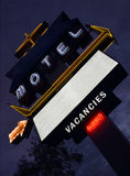 Neonowy motelu znak przy półmrokiem Obrazy Royalty Free