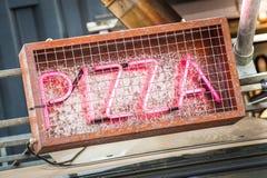 Neonowy pizza znak fotografia royalty free