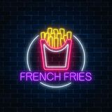 Neonowy rozjarzony znak hamburger w okrąg ramie na ciemnym ściana z cegieł tle Fastfood billboardu lekki symbol royalty ilustracja