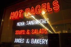 Neonowy znak na delikatesy sklepu okno Fotografia Royalty Free