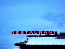 Neonrestaurangen undertecknar Royaltyfri Bild