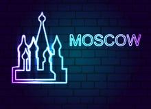 Neontecknet av Moskva på en tegelstenvägg Royaltyfria Foton