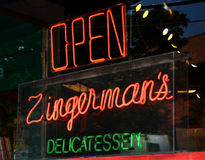 Neonteken in het venster van Zingerman Stock Fotografie