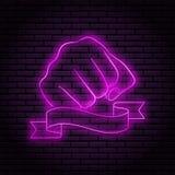 Neonteken met een purpere gloed Handgebaar, dichtgeklemde vuist op een bakstenen muurachtergrond, voor uw ontwerp Met lint, vlag stock illustratie