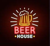 Neonteken van bierhuis Stock Foto's