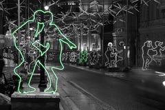 Neonzahlen von Tanzenmännern in Moskau Stockfotografie