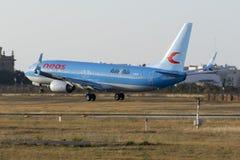 Neos 737 på finaler Royaltyfri Fotografi