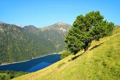 Neouvielle krajowy rezerwat przyrody, jeziorny Lac De L ` Oule, francuz Pyrenees obraz stock