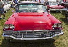 Neoyorquino Front View de Chrysler de 1957 rojos Imagen de archivo