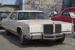 Neoyorquino retro 1976 de Chrysler del coche Imagen de archivo libre de regalías