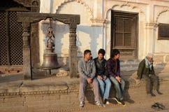 Nepal 2011, hombres que se sientan junto Fotografía de archivo libre de regalías