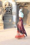 Nepal 2011, mujer en la calle Imágenes de archivo libres de regalías