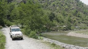 Nepal anapurna k?rning l?ngs floden Flyg- l?ngd i fot r?knat stock video
