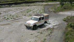 Nepal anapurna k?rning l?ngs floden Flyg- l?ngd i fot r?knat lager videofilmer