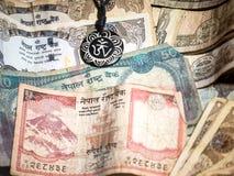Nepal błyskotka z rupia pieniądze Zdjęcia Royalty Free