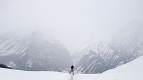 Nepal berg som trekking royaltyfri foto