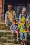 Nepal - 26 de abril de 2015: O dia a dia dos povos de Nepal Durbar esquadra em Kathmandu, Nepal, após uns 7 terremoto 8 Foto de Stock Royalty Free