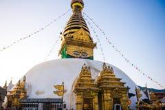 Nepal - 4 de enero de 2017:: Swayambhunath - templo del mono en Nepal imagen de archivo libre de regalías